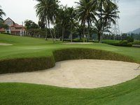Thai_golf_green_and_sand_trap
